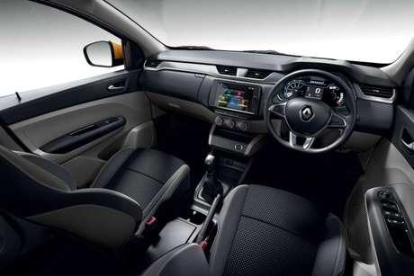 Interior do Renault Triber, que emprestará a plataforma para o Kwid Sedan.