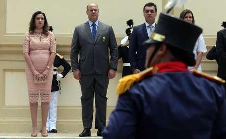 Foto de arquivo de 01 de janeiro de 2019 do então governador eleito do Rio, Wilson Witzel (c), com sua esposa Helena