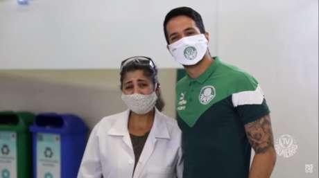 Luan emocionou a biomédica Ana Paula de Oliveira em doação de sangue no Allianz (Reprodução/TV Palmeiras)