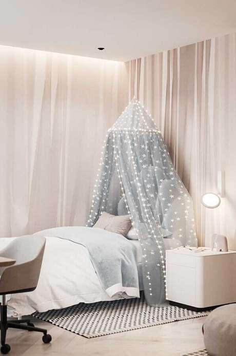 21. O dossel é perfeito para quartos bonitos femininos com um toque mais romântico – Foto: Pinterest