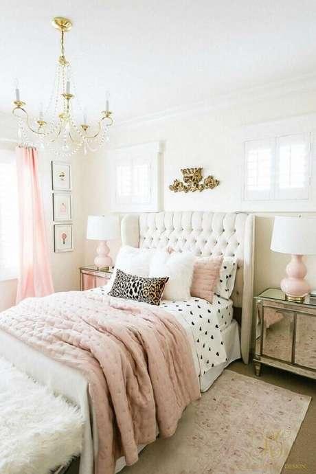 37. Decoração romântica para quarto de casal bonito branco e rosa com cabeceira estofada em acabamento capitonê – Foto: Pinterest