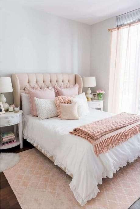 38. Quarto de casal bonito decorado em branco e rosa com estilo romântico – Foto: Nursery Bedding Decor