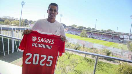 Corinthians acertou venda de Pedrinho no início da temporada (Foto: Reprodução/Benfica)