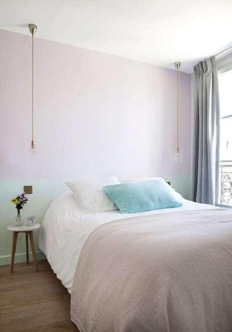 45. Decoração minimalista para quarto de casal simples e bonito – Foto: Homedit