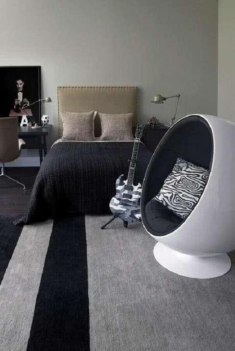 59. Quartos bonitos masculinos decorados com estilo moderno em tons de cinza e preto – Foto: Pinterest