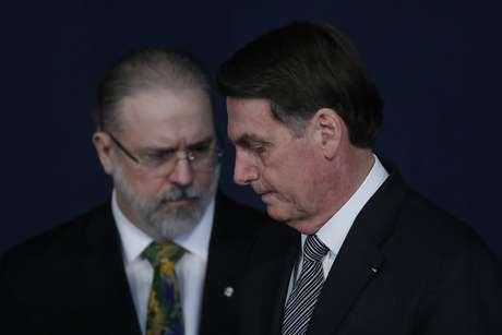Aceno de Bolsonaro a Aras com vaga no STF é crime?