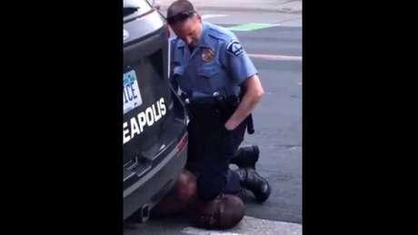 Policial que sufocou Floyd durante detenção foi identificado como Derek Chauvin