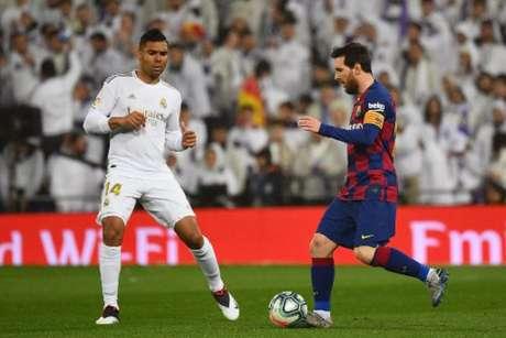 Barcelona e Real Madrid disputam o título espanhol (Foto: GABRIEL BOUYS / AFP)