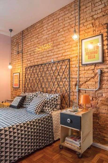 9. A cabeceira de ferro também é linda para o quarto com móveis de ferro – Via: Pinterest