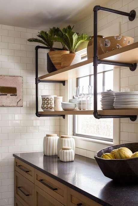 47. Cozinha com móveis de ferro e madeira – Via: Pinterest