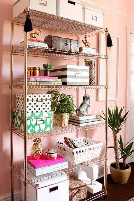 58. Móveis de ferro dourado para sala moderna – Via: Pinterest