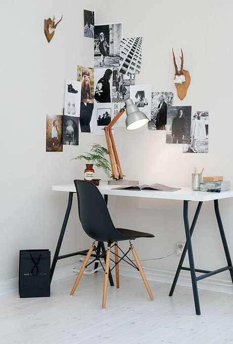 11. Móveis de ferro e madeira na escrivaninha do escritório – Via: Pinteresrt
