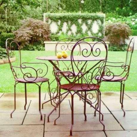22. Móveis de ferro artesanal na varanda moderna – Via: Pinterest