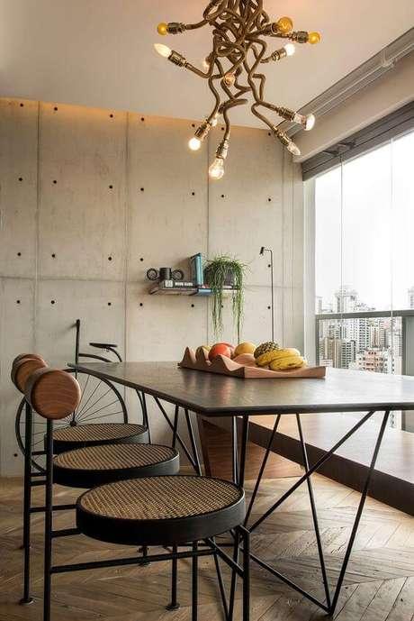 24. Móveis de ferro para cozinha moderna com lustre diferente – Via: Pinterest