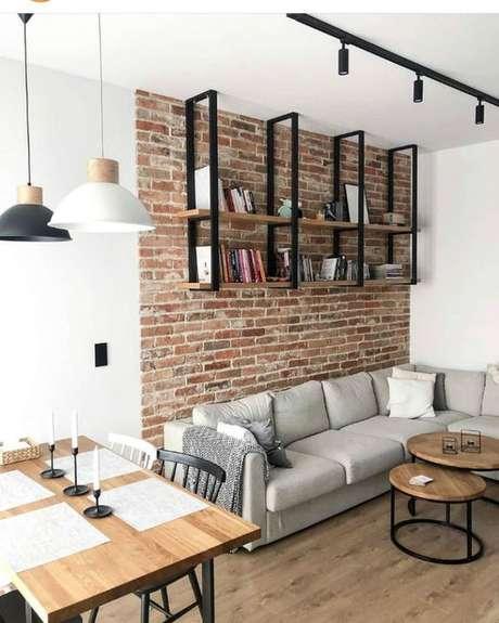 39. Sala integrada com móveis de ferro e madeira combinando – Via: Pinterest