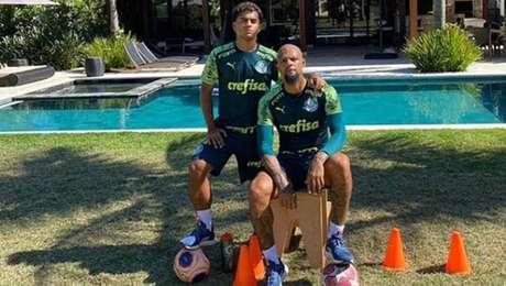 Felipe Melo com o filho Linyker, jogador das categorias de base do Palmeiras