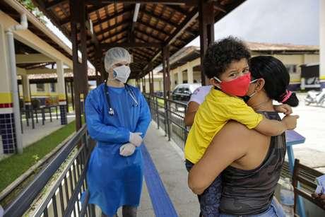 A população de Breves (PA), na Ilha de Marajó, passou a receber, neste sábado (30), os serviços da Policlínica Itinerante, voltados para pacientes com sintomas suspeitos da Covid-19