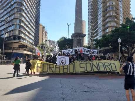 Torcidas de futebol organizaram protesto contra o presidente Jair Bolsonaro.