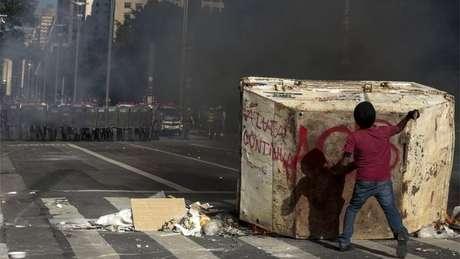 Protesto terminou em confronto com a Polícia Militar