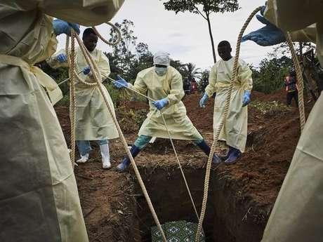 Enterro de vítima do ebola na República Democrática do Congo, em 29 de agosto de 2019