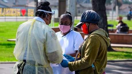 Os negros americanos foram desproporcionalmente mais afetados pela de pandemia covid-19 nos EUA