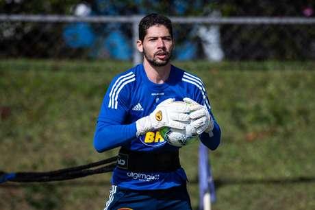 Lucas disputou quatro jogos pelo time profissional do Cruzeiro (Foto: Divulgação/Bruno Haddad)