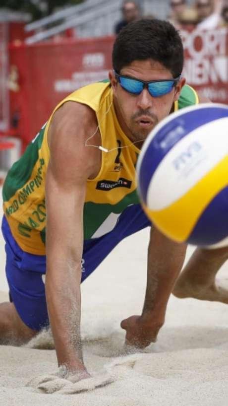 Álvaro em ação (Divulgação/FIVB)