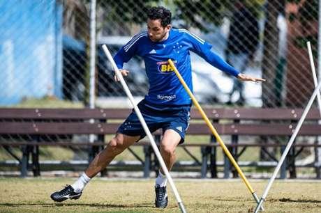 Ariel Cabral é um dos gringos que mais jogaram com a camisa celeste e está a 12 jogos de se tornar o primeiro da lista-(Igor Sales/Cruzeiro)