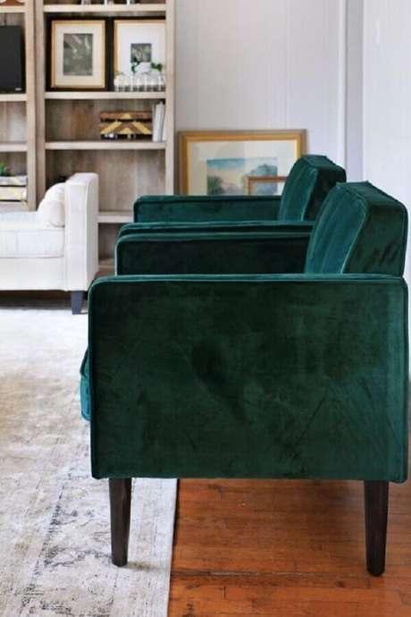 20. Decoração de sala com poltronas verdes esmeralda – Foto: Pinterest