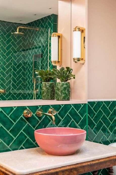 23. Tons de rosa combinam muito com a cor verde esmeralda na decoração – Foto: Futurist Architecture