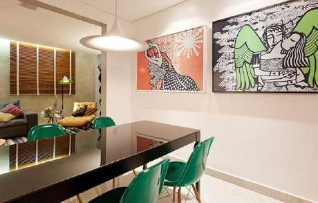 26. Decoração para sala de jantar com cadeiras verde esmeralda – Foto: Pinterest