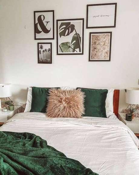 3. A combinação de branco com tons de verde esmeralda combina com todos os estilos e ambientes – Foto: Pinterest