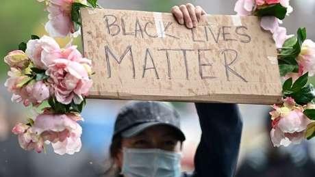 """A morte de Floyd gerou uma onda de protestos nos Estados Unidos, sob o slogan """"Vidas Negras Importam"""""""