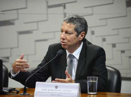 José Roberto Afonso que meta de dívida pública para o País.