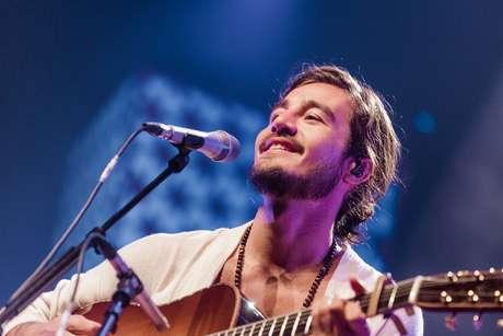 'Uma troca de carinho com o público', diz Tiago Iorc sobre live
