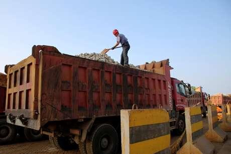Transporte de minério de ferro em porto na cidade chinesa de Lianyungang 11/06/2019 REUTERS/Stringer