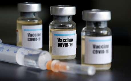 Tubos com descrição para vacina ao Covid-19. 10/04/2020. REUTERS/Dado Ruvic.