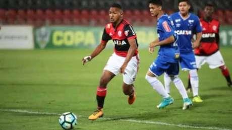 Matheus em ação pela base do Fla (Foto: Divulgação/Flamengo)