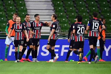 Frankfurt marcou todos os gols no segundo tempo do jogo (Foto: STUART FRANKLIN / AFP)