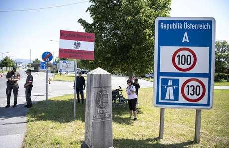 Controle na fronteira entre Áustria e Alemanha