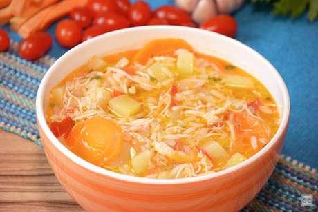 Guia da Cozinha - 7 Receitas de canja de galinha para quem gosta de variar na cozinha