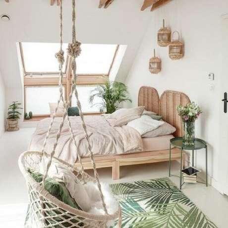 4. Peças indígenas, feitas à mão complementam a decoração tropical chique desse dormitório. Fonte: Pinterest
