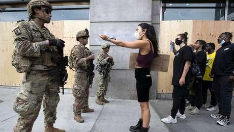 Manifestações continuaram nos EUA, apesar da ameaça da covid-19