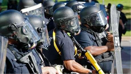 A proteção legal contra acusação para policiais é uma questão altamente controversa