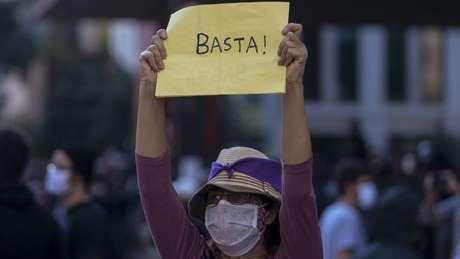 Manifestante na Avenida Paulista no último dia 31; grupos querem repetir atos contra Bolsonaro e racismo neste domingo (7), mas há também divergências internas e lideranças contrárias a demonstrações neste momento