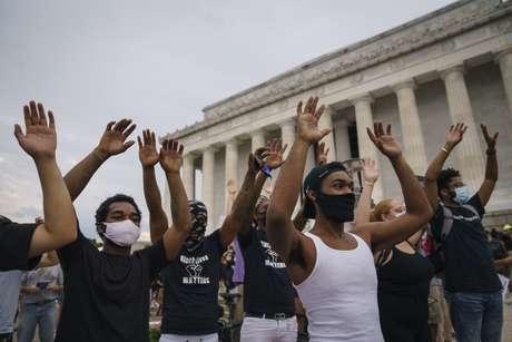 """Em memorial para George Floyd, advogado disse que ele foi morto por """"pandemia de racismo"""""""