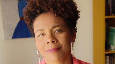 'O Brasil não criou leis claramente segregacionistas, mas encontrou formas igualmente perversas de lidar com a população negra, (formas) que transformaram o racismo em algo não dito', diz Luciana Brito