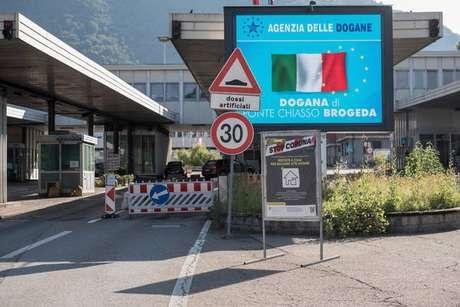 Posto de fronteira em Chiasso, entre Itália e Suíça