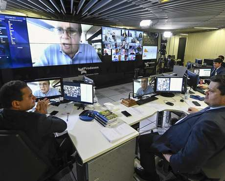 Tasso Jereissati (na tela) e Davi Alcolumbre (direita) querem votar projeto.