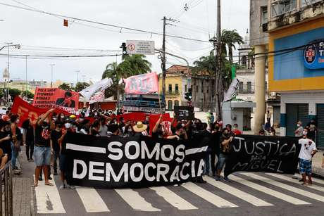 PE - Ato pró-democracia no Recife
